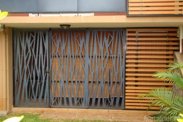 un portail m tallique ou bois m tal simple ou stylis. Black Bedroom Furniture Sets. Home Design Ideas